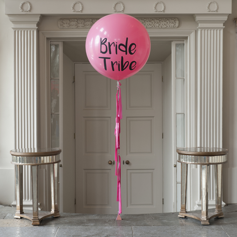 28 Ideas For Sitting Pretty At Your Head Table: 7 Ways To Style Your Hen Party With Balloons