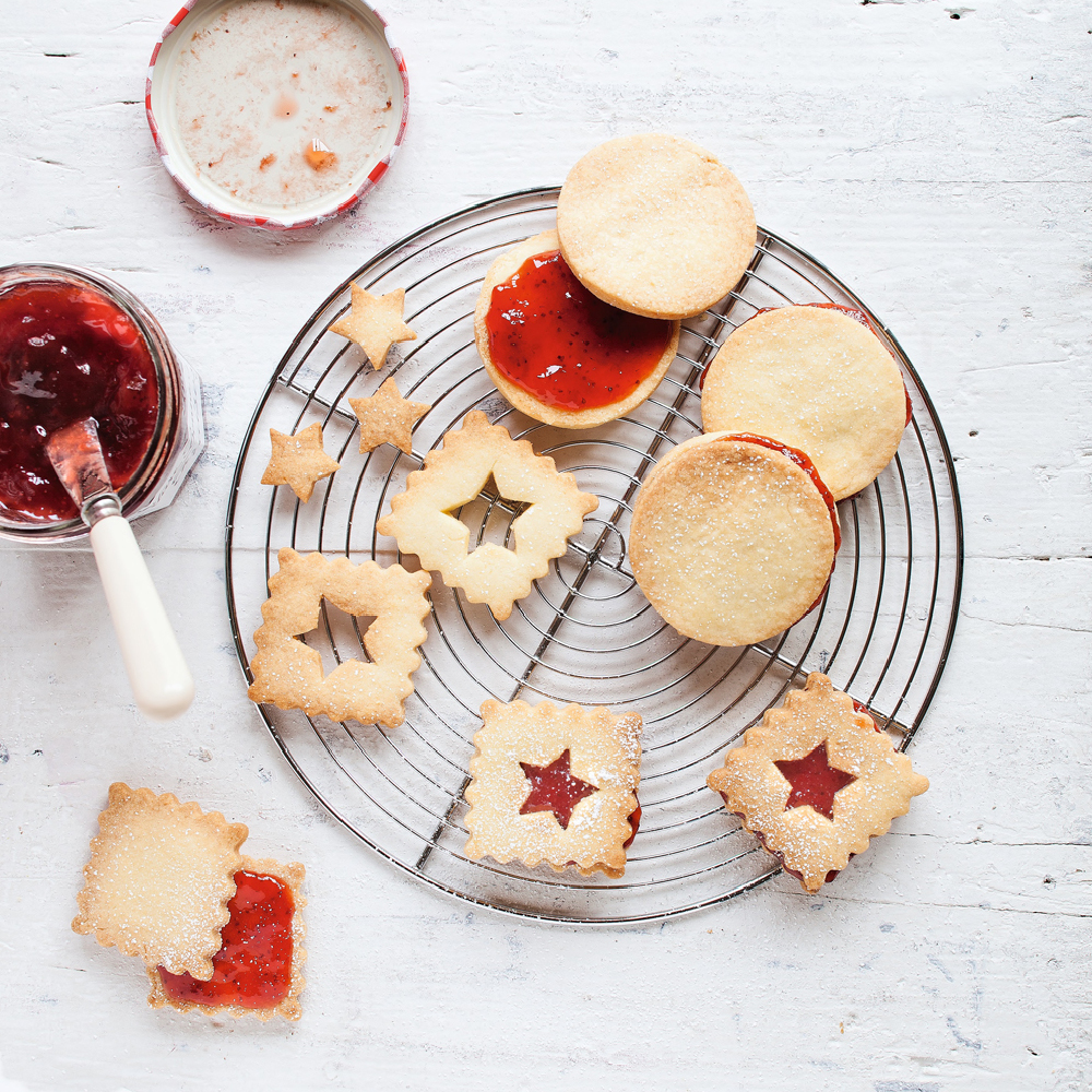 Shortbread with Bonne Maman Strawberry Conserve