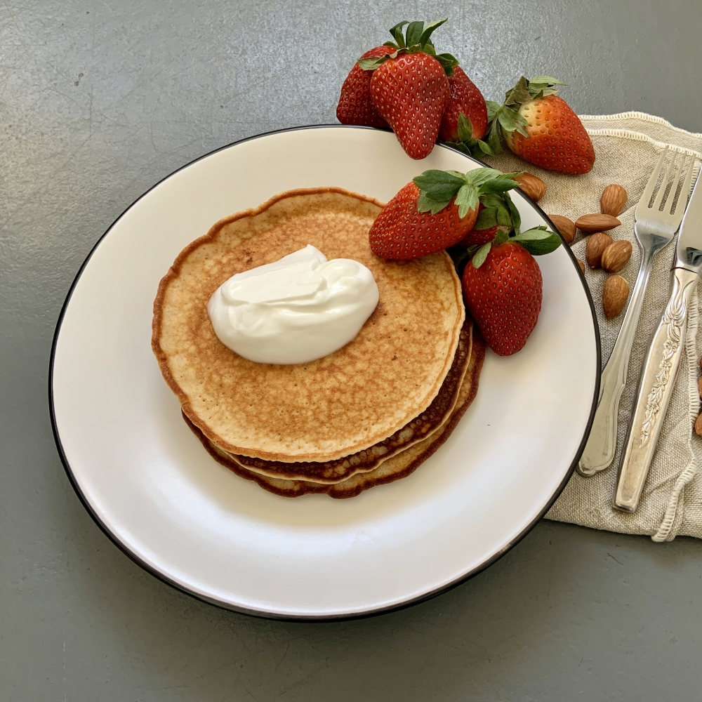 The Fast 800 Strawberry Pancakes