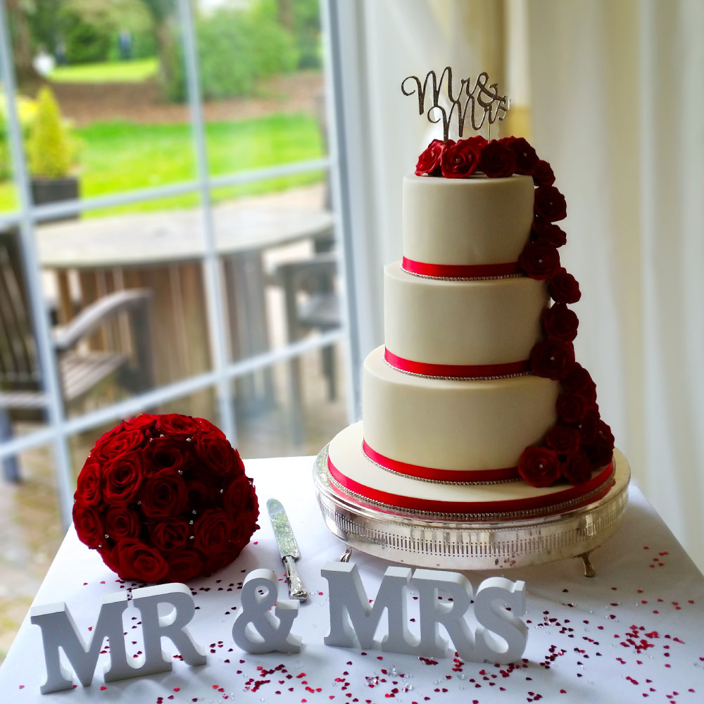 10 tips for choosing the perfect wedding cake. Black Bedroom Furniture Sets. Home Design Ideas
