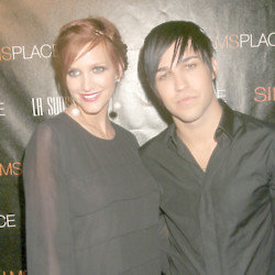 Ashlee Simpson and Pete Wentz (Credit: Famous)