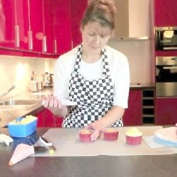 VIDEO: Angela Slater Shows us How to Ice Cakes
