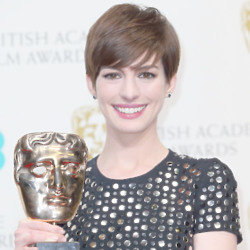 Anne Hathway looked beautiful at the Baftas