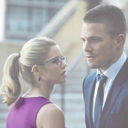Felicity and Oliver / © Warner Bros. Entertainment, Inc.