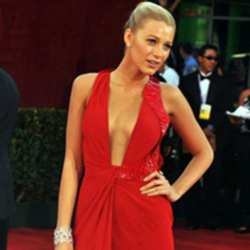 Blake Lively looks sexy in her red dress