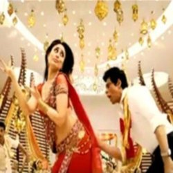 Kareena Kapoor and Shah Rukh Khan in 'Chammak Challo'