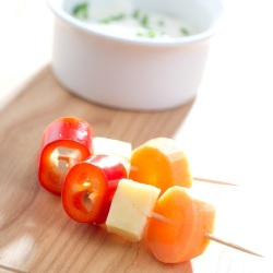 Tasty Snack: Red Pepper and Cheese Skewers with Dip