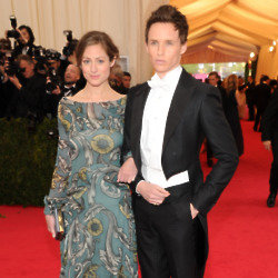 Eddie Redmayne steps on the red carpet with his girlfriend