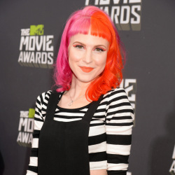 Hayley Williams used the complete range at the MTV Movie Awards