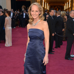 Helen Hunt's dress was let down by the creases