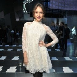 Jessica Alba looked lovely in her lace piece at the H&M show