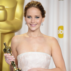 Jennifer looked beautiful at the Oscars with her hot jewellery trend