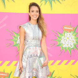 Jessica Alba looks chic in Mary Katrantzou