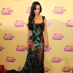 Katy Perry wore a 2004 Elie Saab Couture gown to the VMAs last night