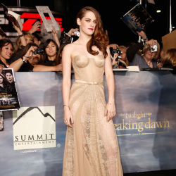 Kristen looked sultry in her gown last night