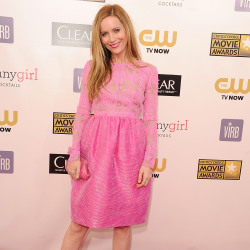 Leslie Mann looked beautiful in her all-pink outfit