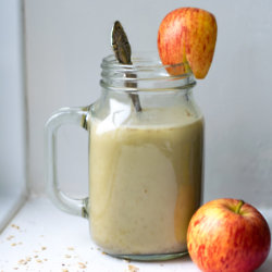 Warm Apple And Cinnamon Smoothie