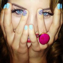 Lydia Bright shows off her nails via Twitter