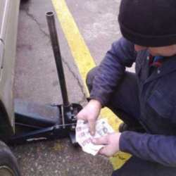 Men As Clueless As Women When It Comes To Car Maintenance