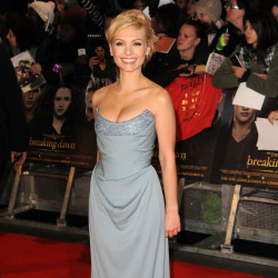 MyAnna Buring looked beautiful in Vivienne Westwood