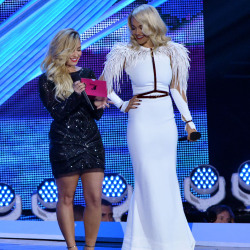 Rita Ora and Demi Lovato on stage in the VMAs