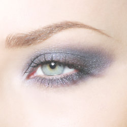 Get a gorgeous smoky eye with one eyeshadow