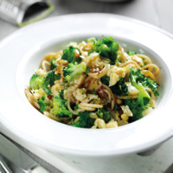 Spaghetti With Egg And Broccoli