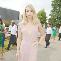 Suki Waterhouse wears Burberry and Topshop