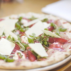 Mayfair Pizza Co. is offering marathon runners complimentary pre-race meals.