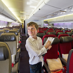 10-year-old was given free reign to review the 747